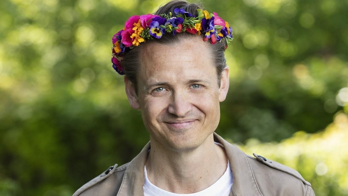 Niklas Adalberth i blomsterkrans