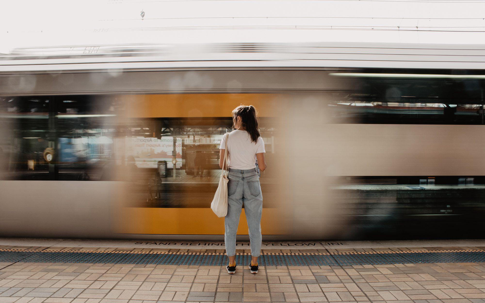 madeleine-ragsdale-train-unsplash