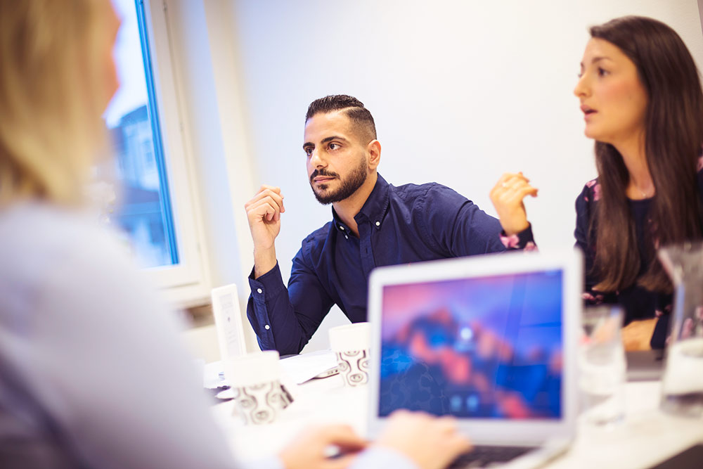 Entreprenörerna Ahmed Mireé och Alice Moradian i samtal